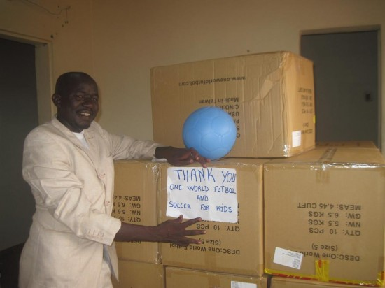 "Hamani Djibo holds up the new soccer ball and a ""thank you"" to One World Futbol!!!"